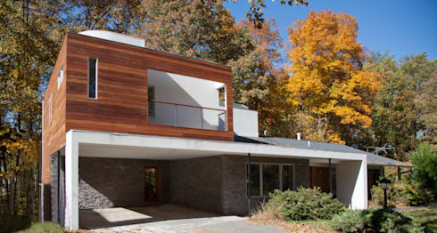Liberberg House: modern Houses by RT Studio, LLC