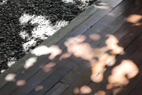 Casa Santa Isabel: Terrazas  de estilo  por Crescente Böhme Arquitectos