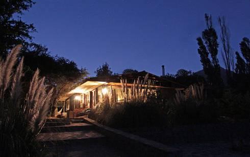 Casa Caleu II, Quincho: Casas de madera de estilo  por Crescente Böhme Arquitectos