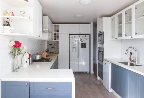 Departamento Las Hortencias: Cocinas equipadas de estilo  por Crescente Böhme Arquitectos
