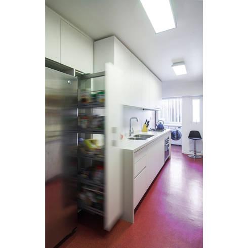 Cocina Luz: Cocinas equipadas de estilo  por Crescente Böhme Arquitectos