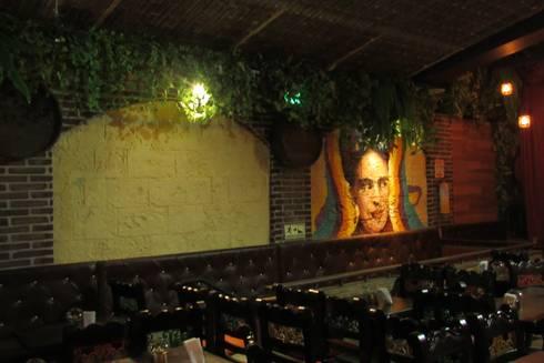 Rancho La Chula: Paredes y suelos de estilo  por C.I Arquitex Design