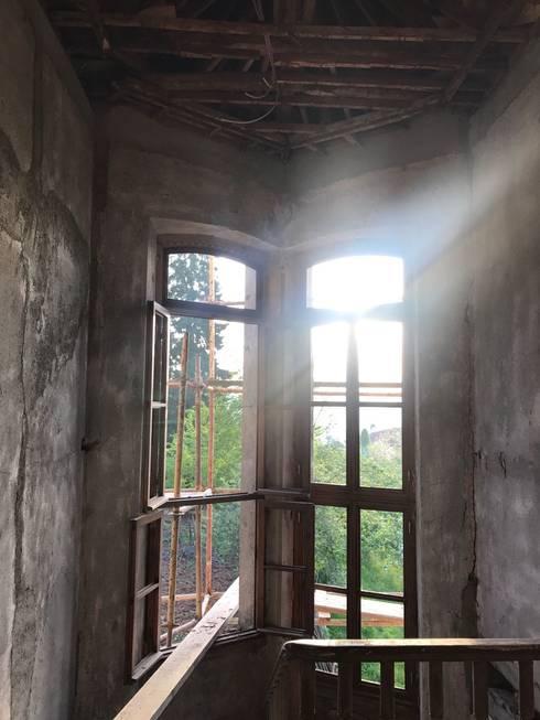 Öykü İç Mimarlık – Pencereler:  tarz Ahşap pencereler
