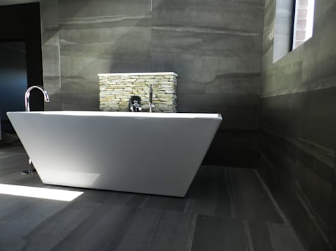 Master Bathroom: modern Bathroom by TOP CENTRE PROPERTIES GROUP (PTY) LTD