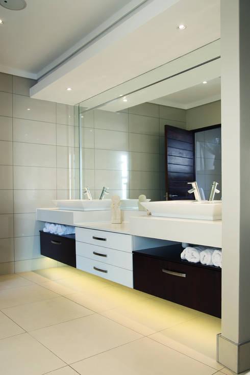 Ebotse Estate: modern Bathroom by Vision Tribe