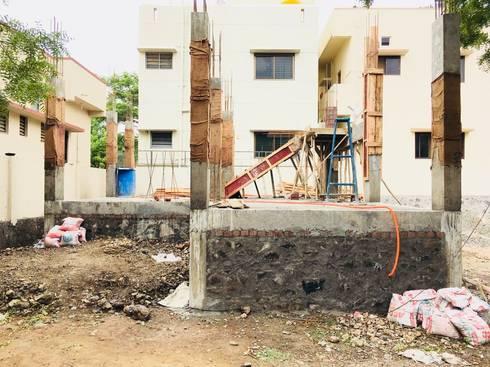 Pattanshetti Residence, Vijayapura:   by Cfolios Design And Construction Solutions Pvt Ltd