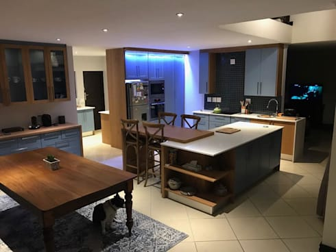 Contemporary kitchen renovation:  Kitchen units by CS DESIGN