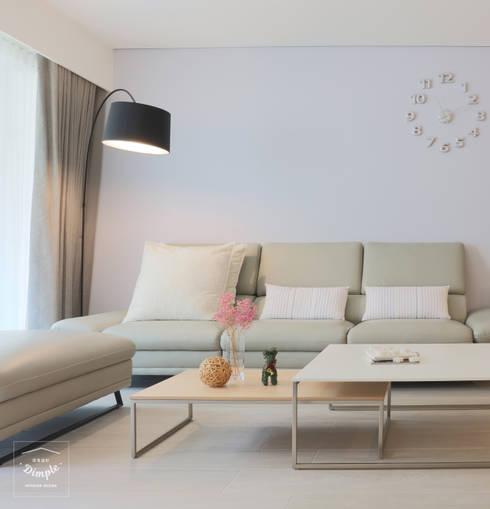 清晨的萊特-老屋翻新變身現代簡約居所:  客廳 by 酒窩設計 Dimple Interior Design