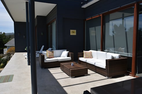 CASA SANFUENTE: Terrazas  de estilo  por AOG
