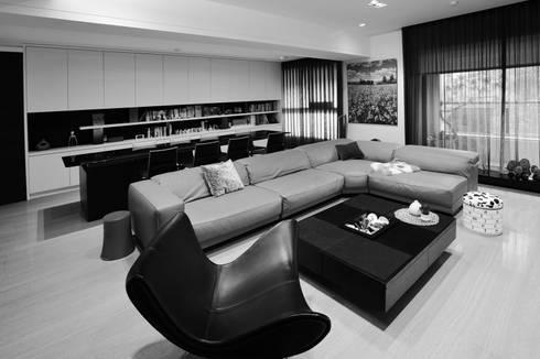 室內設計   巴黎之心 HW House:  客廳 by 黃耀德建築師事務所  Adermark Design Studio