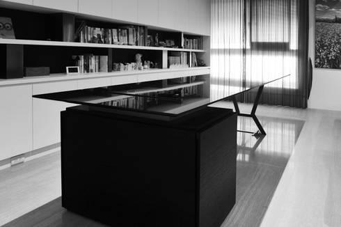 室內設計   巴黎之心 HW House:  書房/辦公室 by 黃耀德建築師事務所  Adermark Design Studio