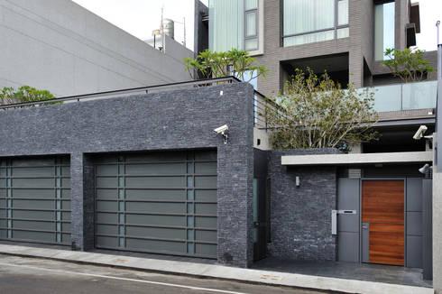 外觀整建   SF House:  房子 by 黃耀德建築師事務所  Adermark Design Studio