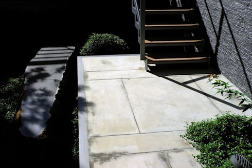 外觀整建   SF House:  地板 by 黃耀德建築師事務所  Adermark Design Studio