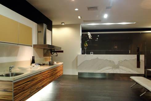 室內設計  德爵廚具體驗館:  廚房 by 黃耀德建築師事務所  Adermark Design Studio