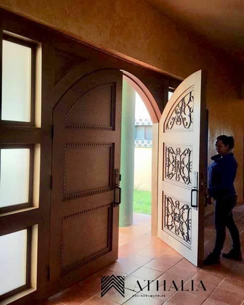 Puertas y ventanas de estilo  por Athalia cocinas y Carpinteria