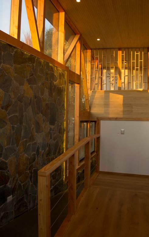 Hall de distribucion: Pasillos y hall de entrada de estilo  por PhilippeGameArquitectos