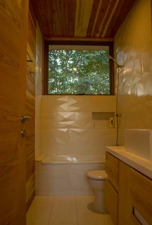 Baño Visitas: Baños de estilo  por PhilippeGameArquitectos