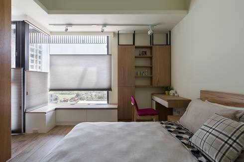 暖心:  臥室 by 詩賦室內設計
