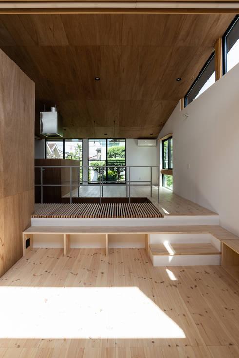 SAIWAIの家: 株式会社 N&C一級建築士事務所が手掛けたリビングです。