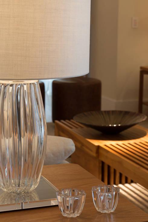 Apartamento CB: Sala de estar  por Flavia Castellan Arquitetura