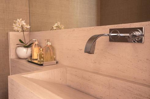 Apartamento CB: Banheiros modernos por Flavia Castellan Arquitetura