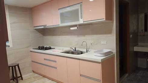 現代風。士林:  廚房 by 藝舍室內裝修設計工程有限公司