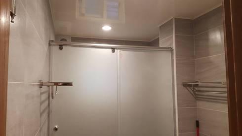 現代風。士林:  浴室 by 藝舍室內裝修設計工程有限公司