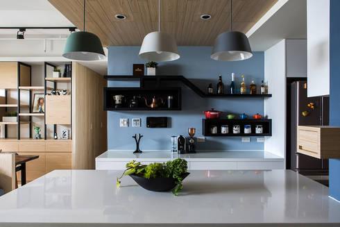 悠遊:  餐廳 by 詩賦室內設計