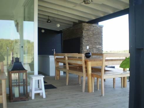 Casa en el Delta: Terrazas de estilo  por 2424 ARQUITECTURA