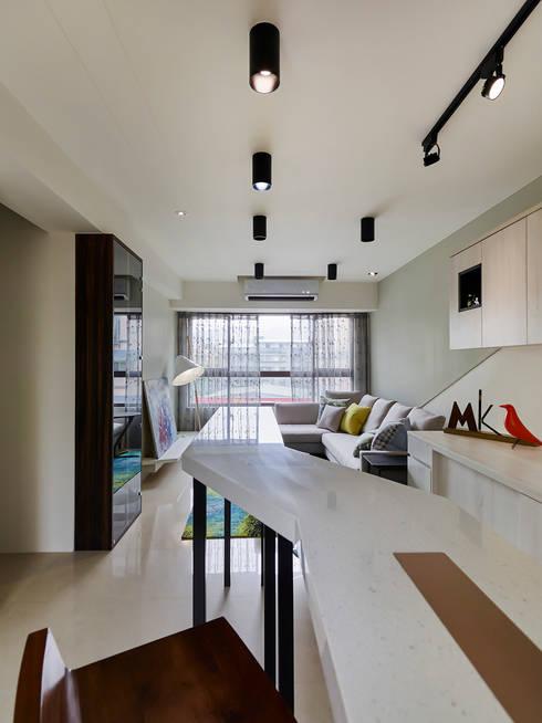 新店-高公館(現代簡約):  廚房 by Mk-空間設計