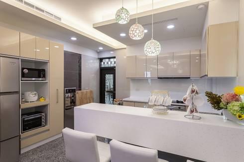 內斂奢華樸實人文宅:  廚房 by 好室佳室內設計