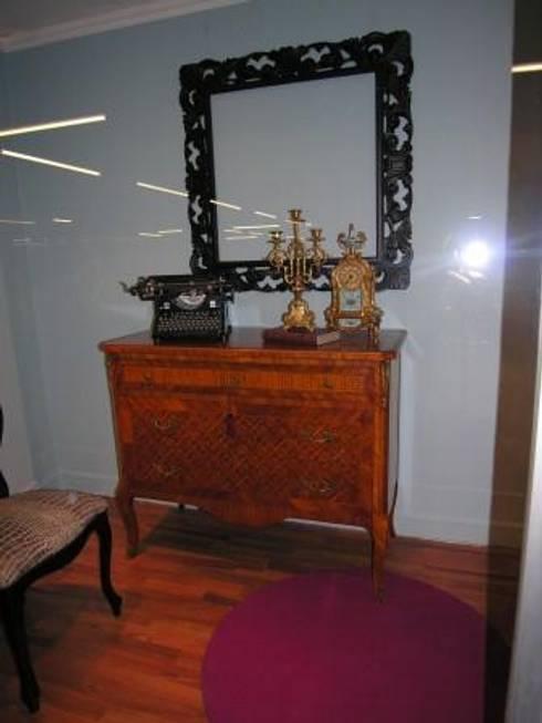 classic Bedroom by M.I.A. Mobili Intarsiati Artistici - Luxury Furniture