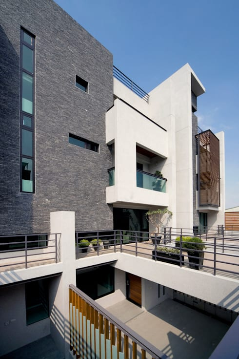 建築設計 台南 薩瓦原墅:  房子 by 黃耀德建築師事務所  Adermark Design Studio