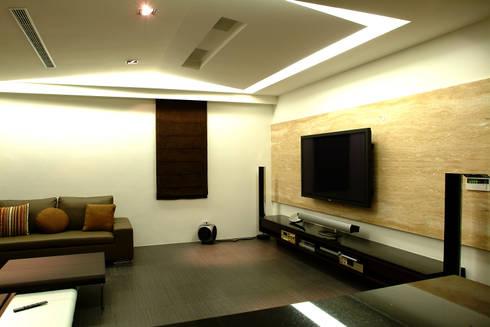 室內設計 東英 CY House:  影音室 by 黃耀德建築師事務所  Adermark Design Studio