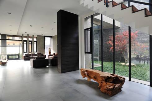 室內設計 豐原 WL House:  庭院 by 黃耀德建築師事務所  Adermark Design Studio