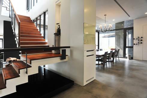 室內設計 豐原 WL House:  樓梯 by 黃耀德建築師事務所  Adermark Design Studio