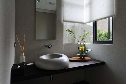 室內設計 豐原 WL House:  浴室 by 黃耀德建築師事務所  Adermark Design Studio