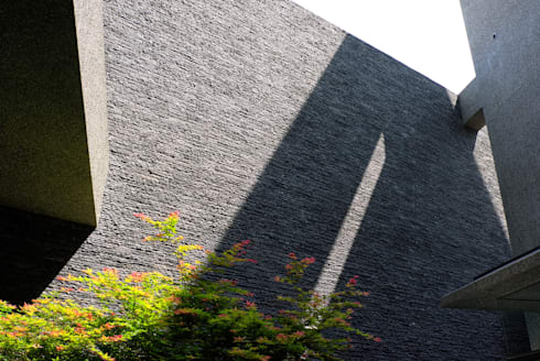建築設計 豐原 WL House:  牆面 by 黃耀德建築師事務所  Adermark Design Studio