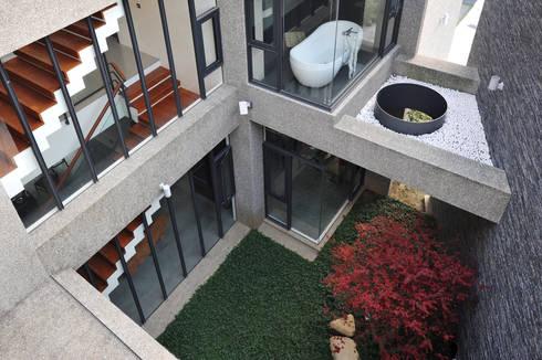 建築設計 豐原 WL House:  庭院 by 黃耀德建築師事務所  Adermark Design Studio