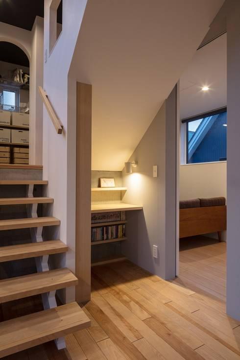 Four Decks: 富谷洋介建築設計が手掛けた書斎です。