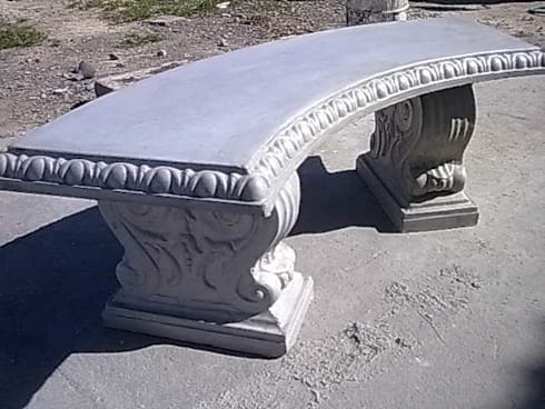 Concrete Bench:  Front yard by Buildart - Fibreglass Specialists