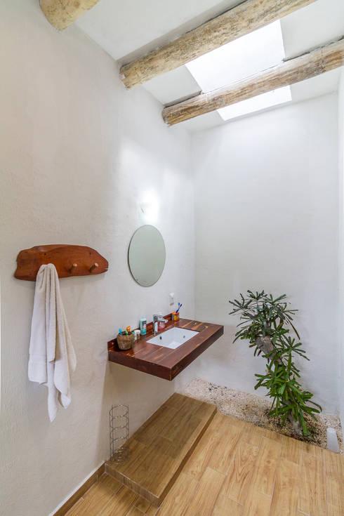 : Baños de estilo  por Pangea Arquitectura & diseño