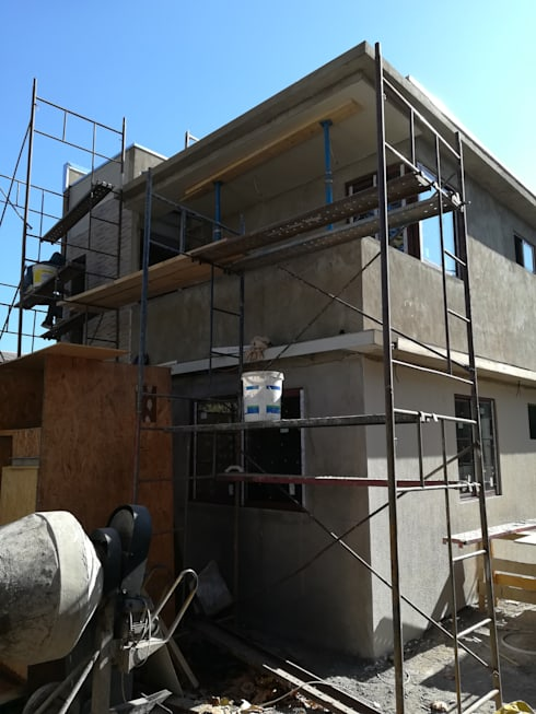 Obra gruesa fachada: Casas unifamiliares de estilo  por MSGARQ