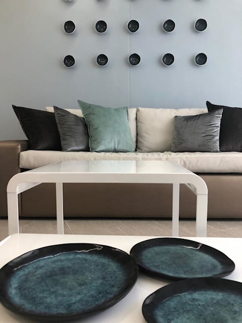 Something Blue at The Pearls of Umhlanga: modern Living room by Adore Design