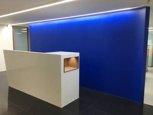 櫃台感應燈:  書房/辦公室 by houseda