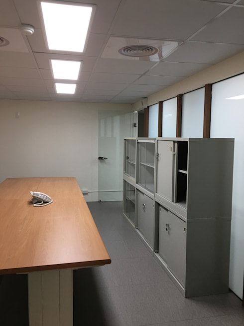 大會議室:  書房/辦公室 by houseda