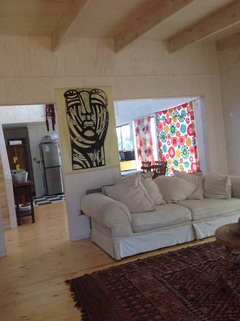 Casa en Algarrobo: Livings de estilo rústico por Casas del Girasol