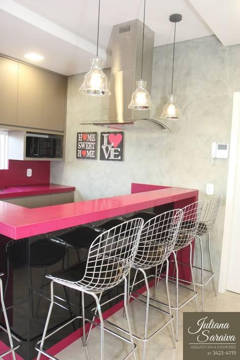 Cozinha Rosa Moderna: Cozinhas  por Juliana Saraiva Arquitetura & Interiores