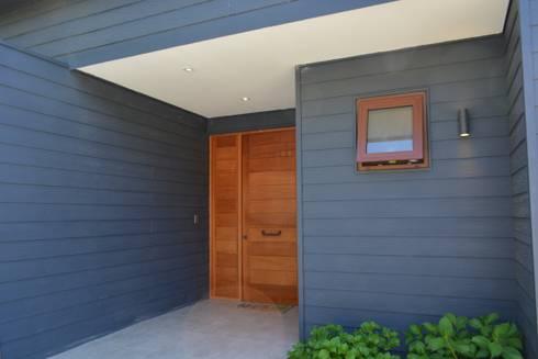 CASA SANFUENTE: Casas unifamiliares de estilo  por AOG