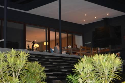 CASA SANFUENTE: Casas de estilo moderno por AOG